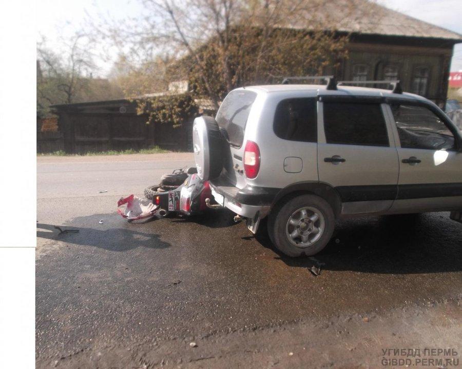 В Перми восьмиклассница на скутере столкнулась с автомобилем