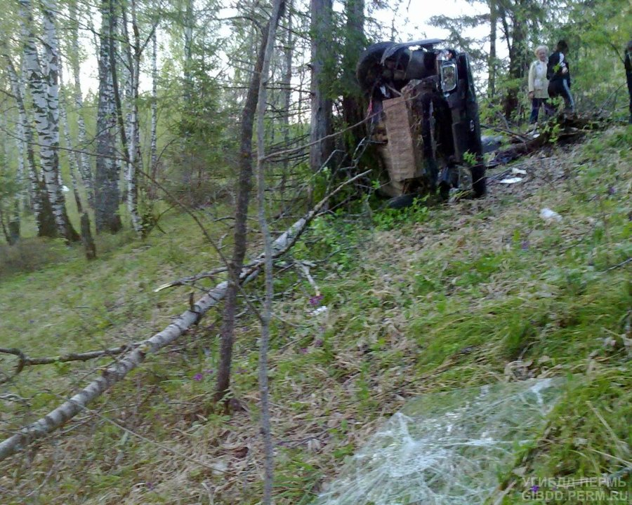 В Октябрьском районе в лес улетела вазовская «пятнашка» - фото 1