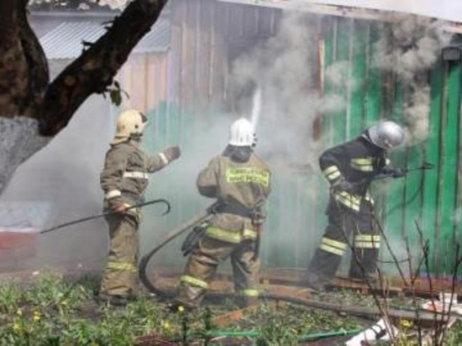 В Перми из горящего дома отец с детьми спасались через окно