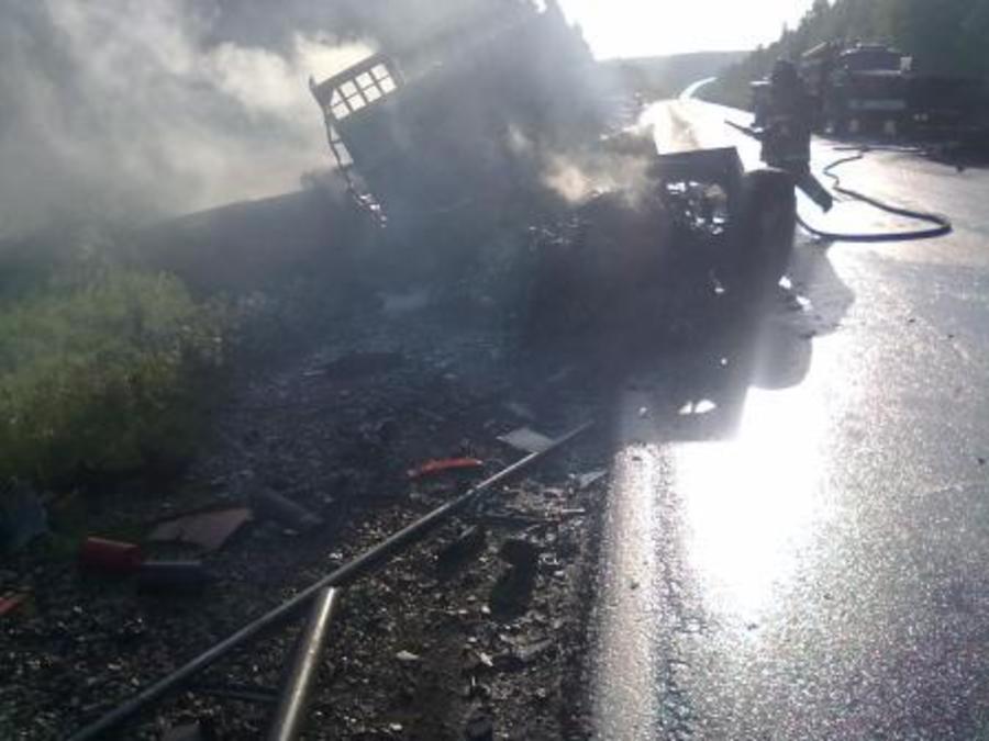 В Чусовском районе в столкновении двух фур погибли оба водителя - фото 1