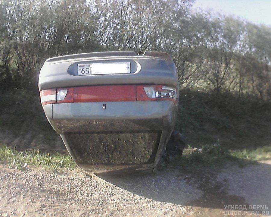 В Ильинском районе в перевернувшемся автомобиле травмированы двое
