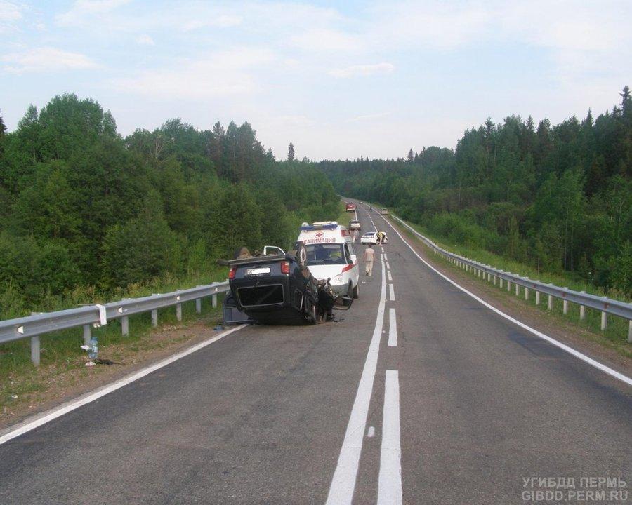 На автодороге Пермь - Ильинский столкнулись Тойота Камри и Нива