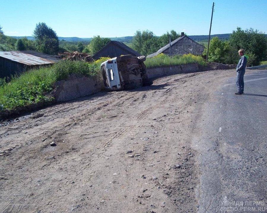 В Карагайском районе водитель перевернувшейся Нивы получил тяжелые травмы