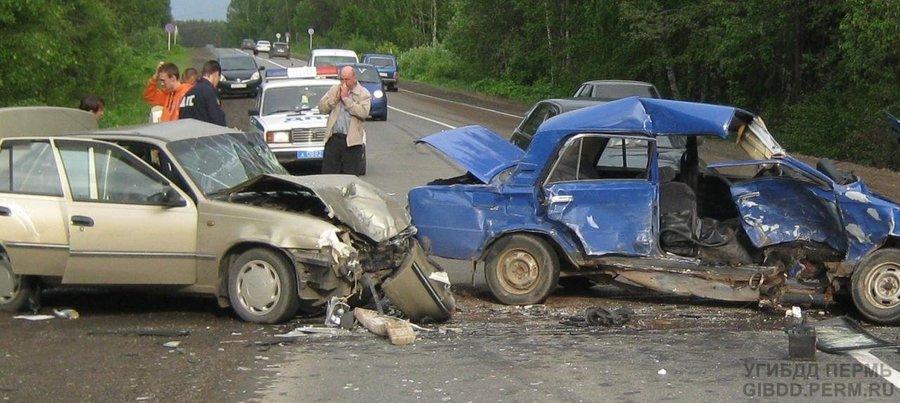 В Пермском крае «шестерка» подбила два автомобиля