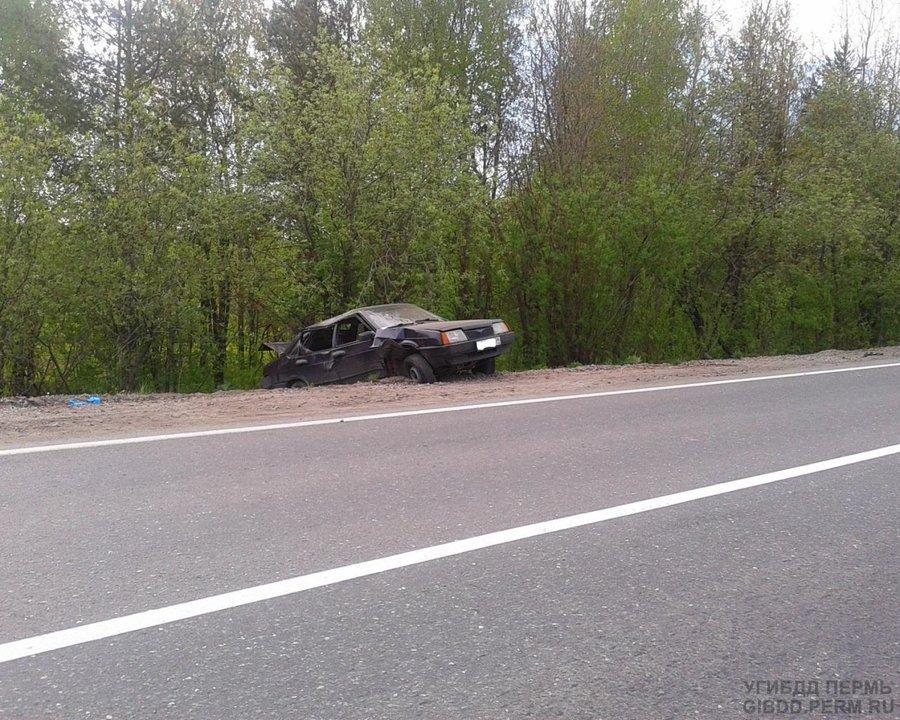 В перевернувшейся 99-ке травмирован водитель - фото 1
