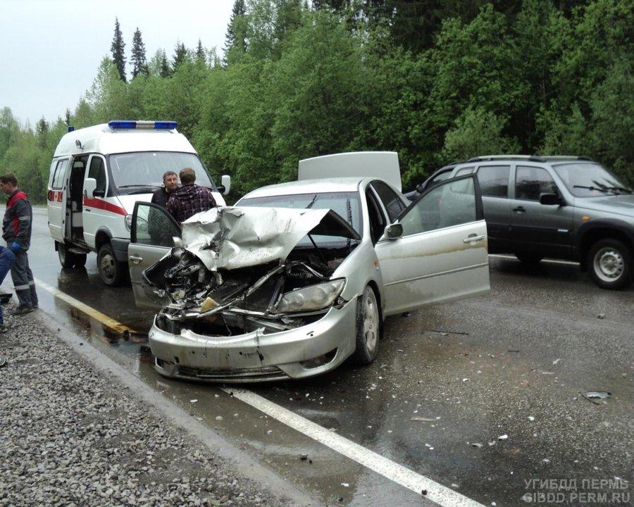 На автодороге Кунгур — Соликамск Тойота Камри догнала грузовик