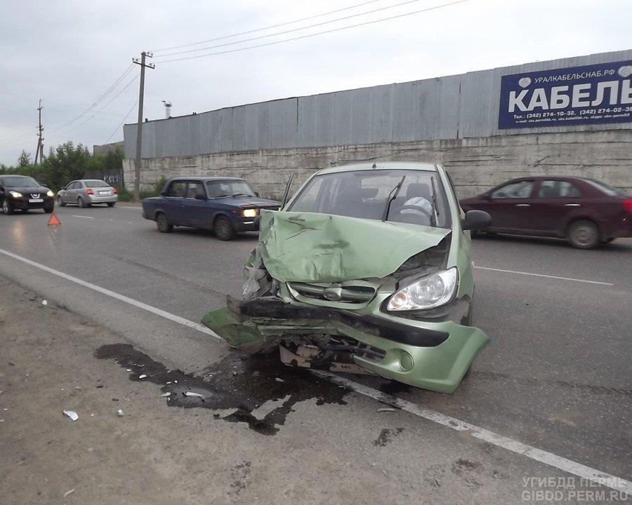В двух Гетцах, столкнувшихся в Перми, пострадали три девушки