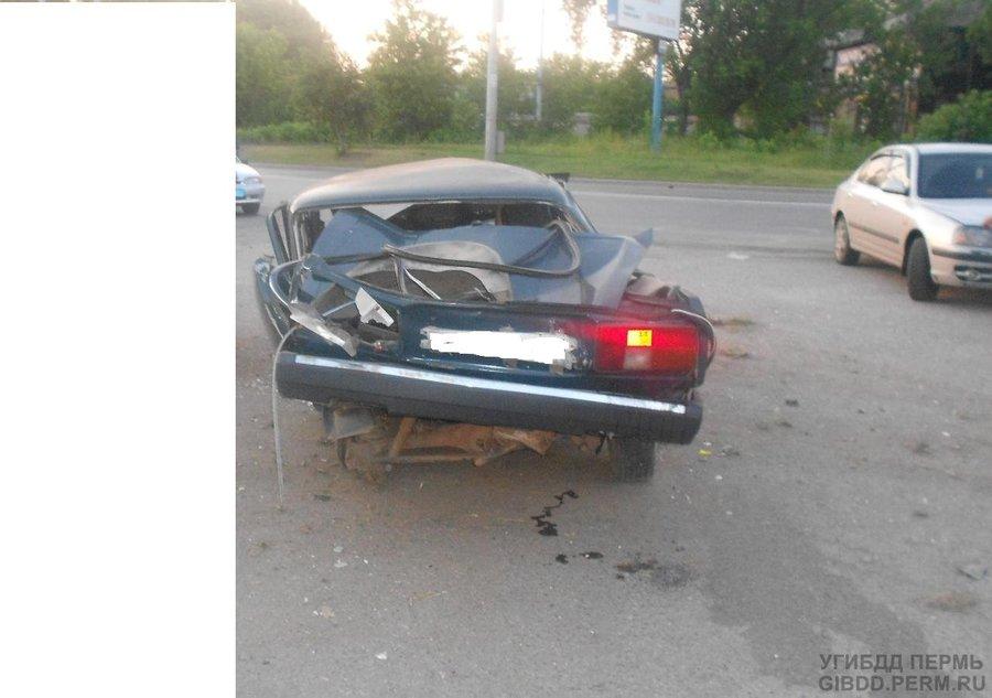 В Перми в перевернувшейся «пятерке» погиб водитель - фото 1