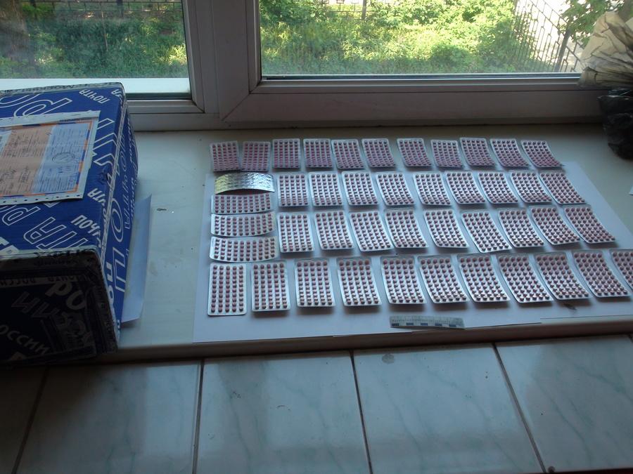 Наркополицейские перехватили посылку с сильнодействующими веществами из Москвы - фото 1