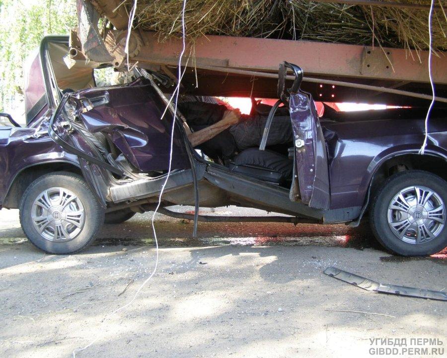 В Елово в столкновении «семерки» с трактором погибли дв и ранены три человека
