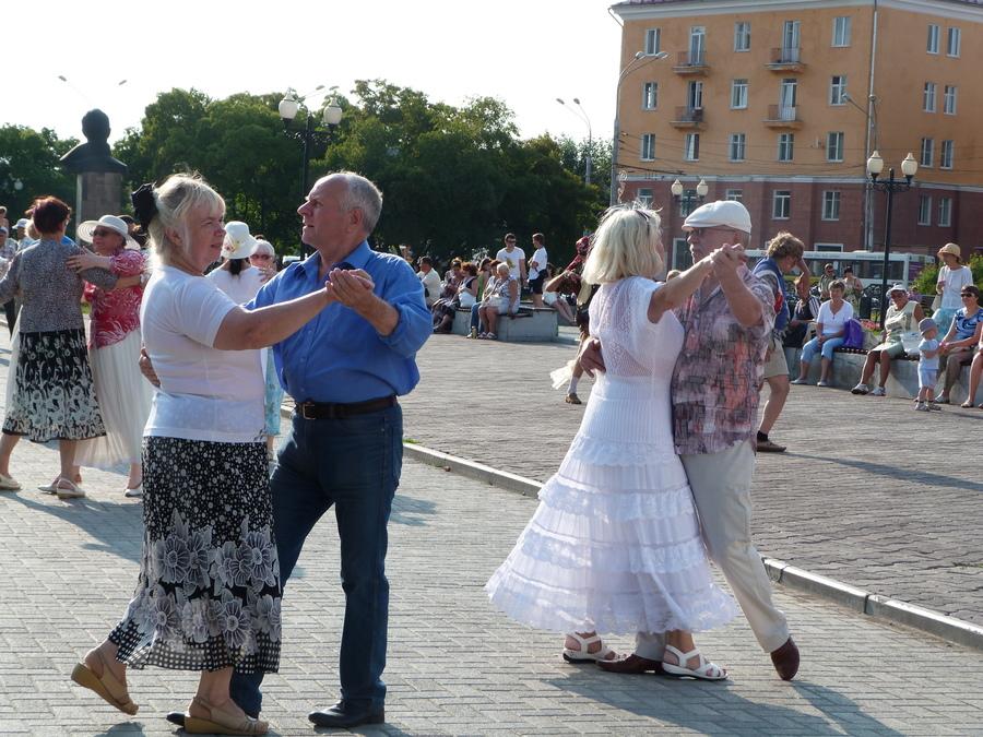 В Перми начались традиционные танцевальные вечера