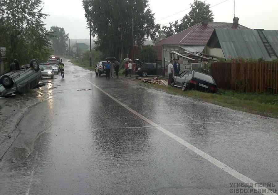В Пермском районе в столкновении ВАЗов пострадали три человека