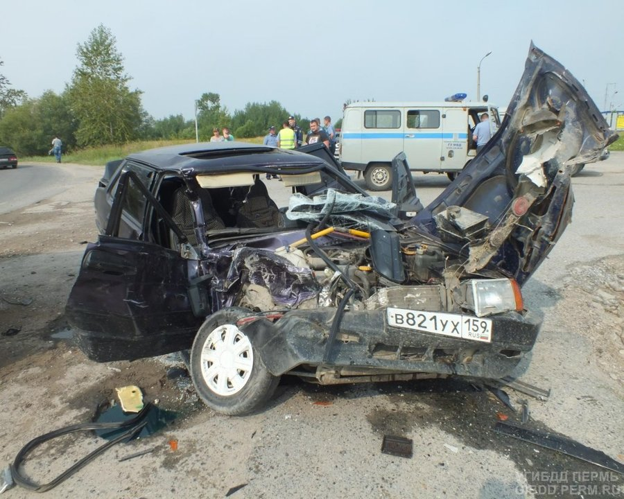 В Соликамске ВАЗ врезался в УАЗ, четверо пострадавших - фото 1
