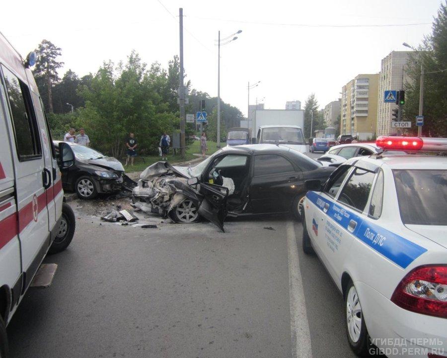 В Перми в столкновении Субару и Хонды пострадали три человека