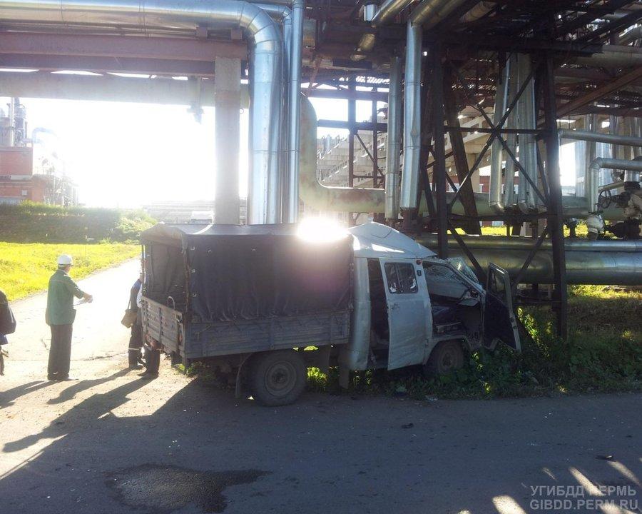 В Губахе УАЗ столкнулся с Камазом, два человека ранены