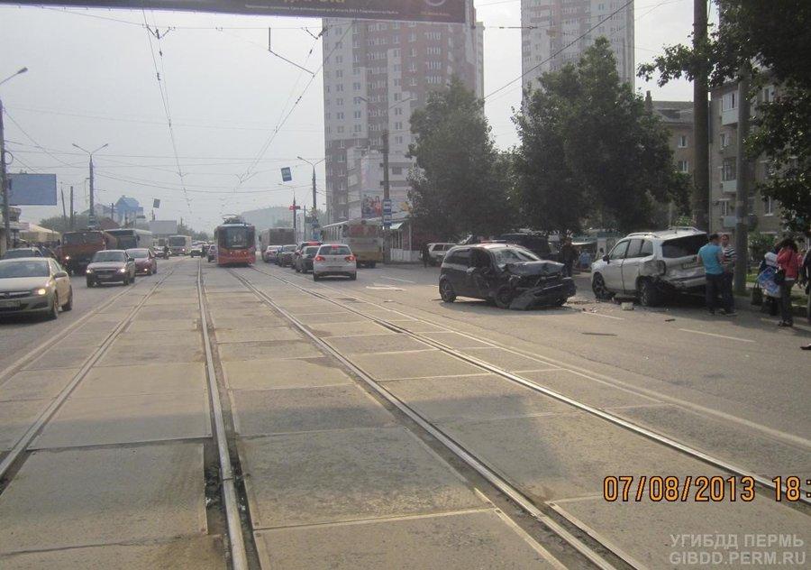 В Перми Хендай Гетц подбил два автомобиля