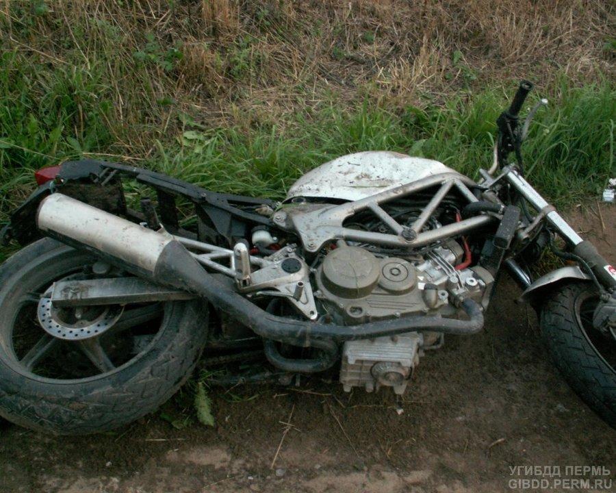 В Краснокамске в ДТП пострадали мотоциклист и мальчик-пассажир - фото 1