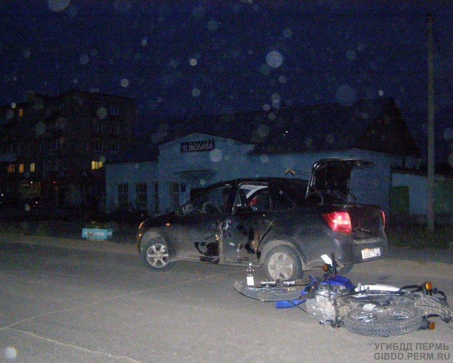 В Октябрьском районе мотоциклист столкнулся с Грантой - фото 1