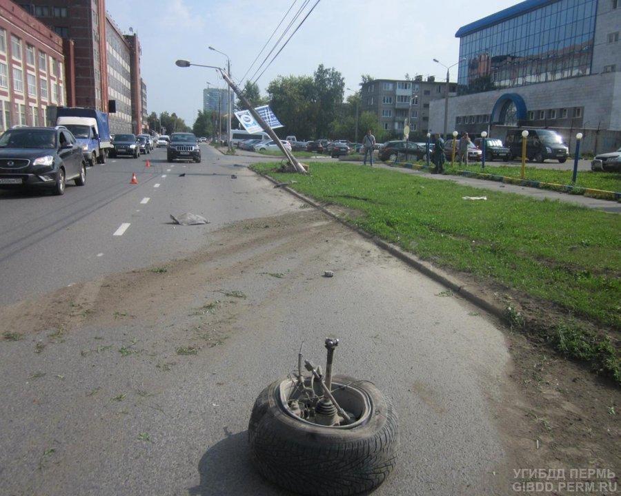 В Перми столкнулись Джип и Ленд Ровер - фото 1