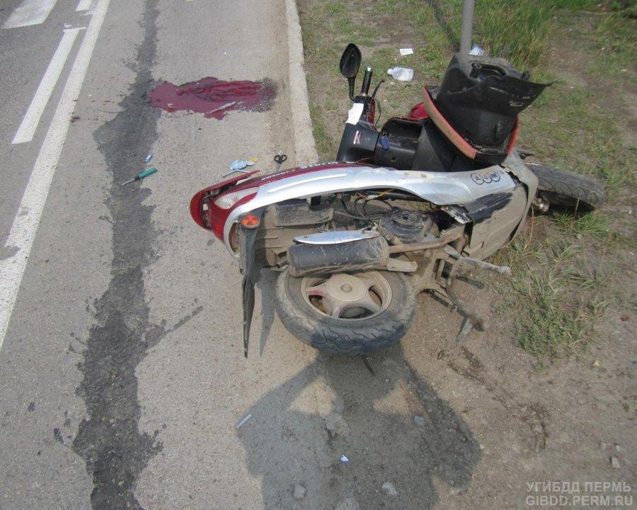 В Перми водитель мопеда сбил женщину и попал в реанимацию - фото 1