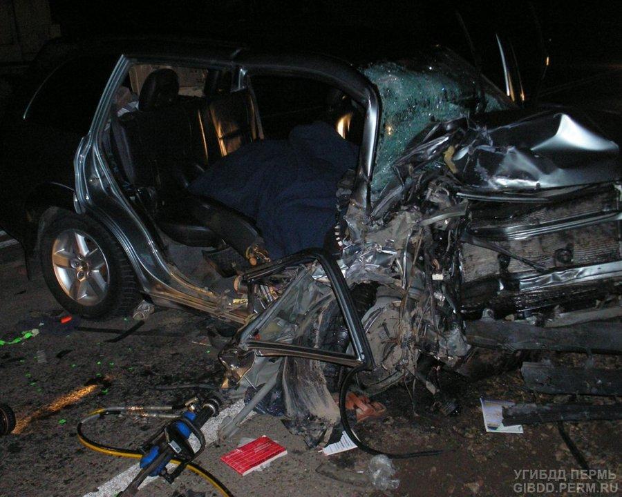 В Осинском районе Тойота - RAV-4 врезалась в автогрейдер, водитель погиб