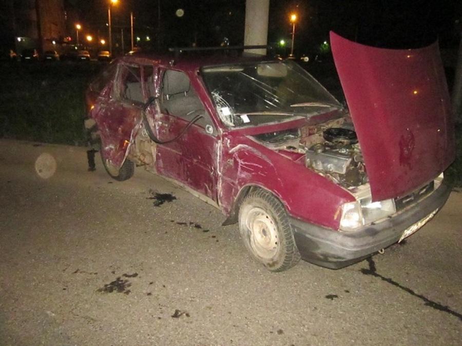 В Перми водитель Оды врезался в световую опору, пассажир погиб - фото 1