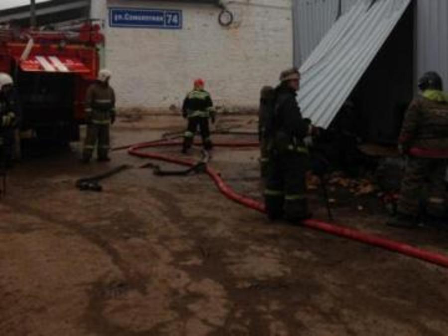 В Перми сегодня утром горел продуктовый склад - фото 1