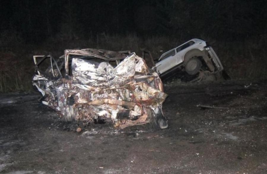 Пермский полицейский спас из горящего автомобиля людей - фото 1