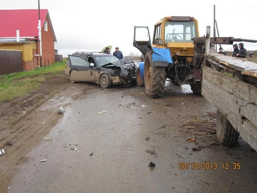 В Чернушинском районе Хонда столкнулась с трактором - фото 1