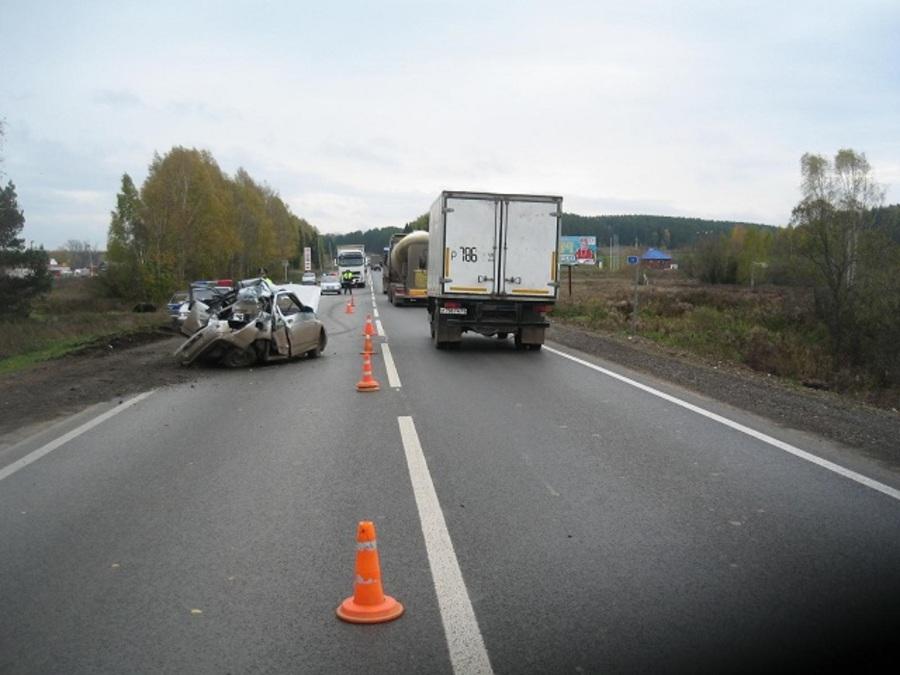 На трассе Пермь — Екатеринбург фура протаранила два автомобиля