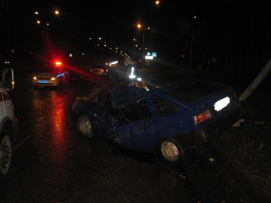 В Перми в перевернувшемся автомобиле пострадали 3 человека