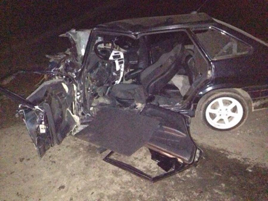 На трассе Пермь — Екатеринбург в столкновении с фурой сегодня погиб водитель ВАЗ 2114 - фото 1