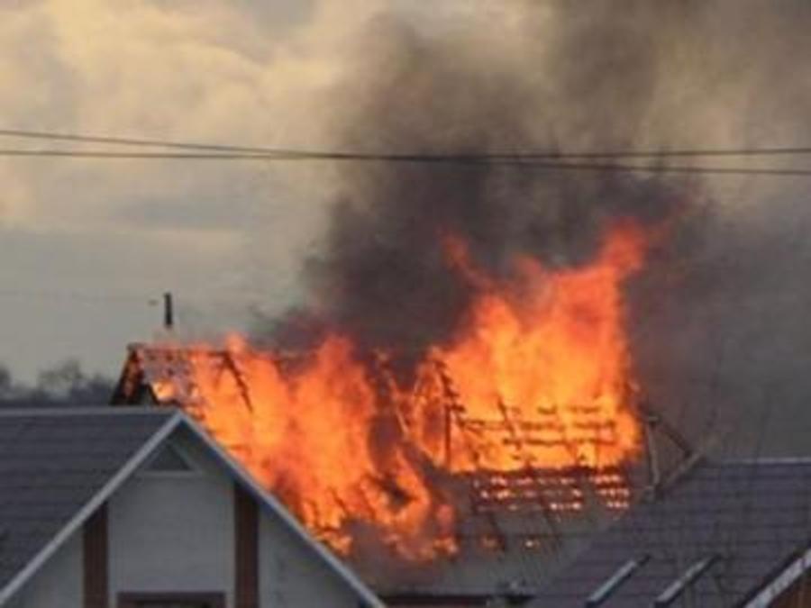 В Пермском районе соседи спасли на пожаре двух женщин