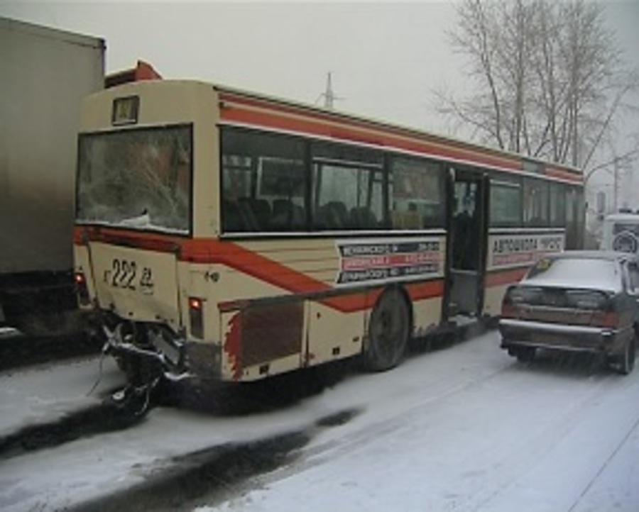 В столкновении КАМАЗа с автобусом в Перми пострадали три человека