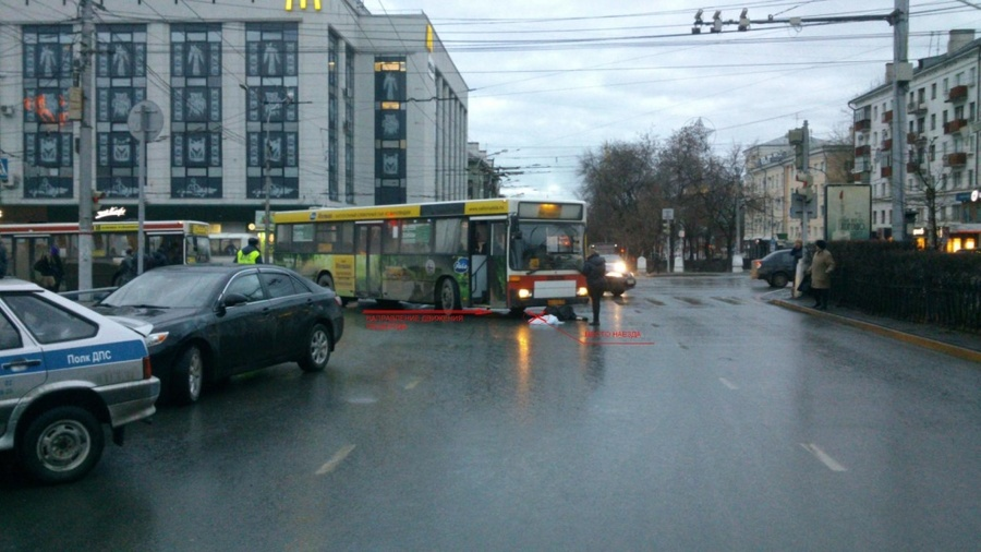 В Перми маршрутный автобус задавил женщину