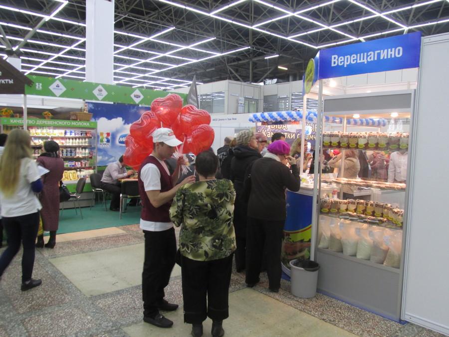 По Пермской ярмарке бегает гигантская колбаса - фото 1