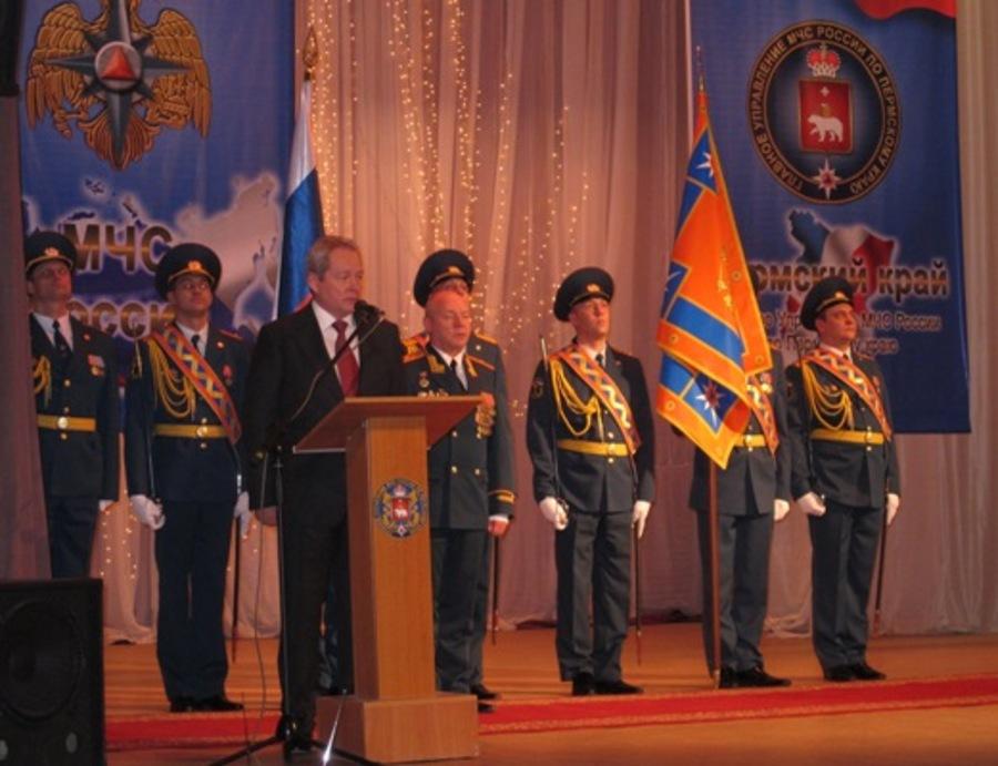 Главному управлению МЧС РФ по Пермскому краю вручено знамя