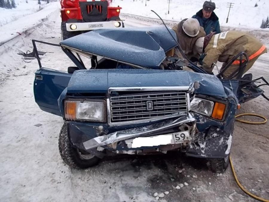 В Карагайском районе погиб водитель Киа в лобовом столкновении с фурой - фото 1