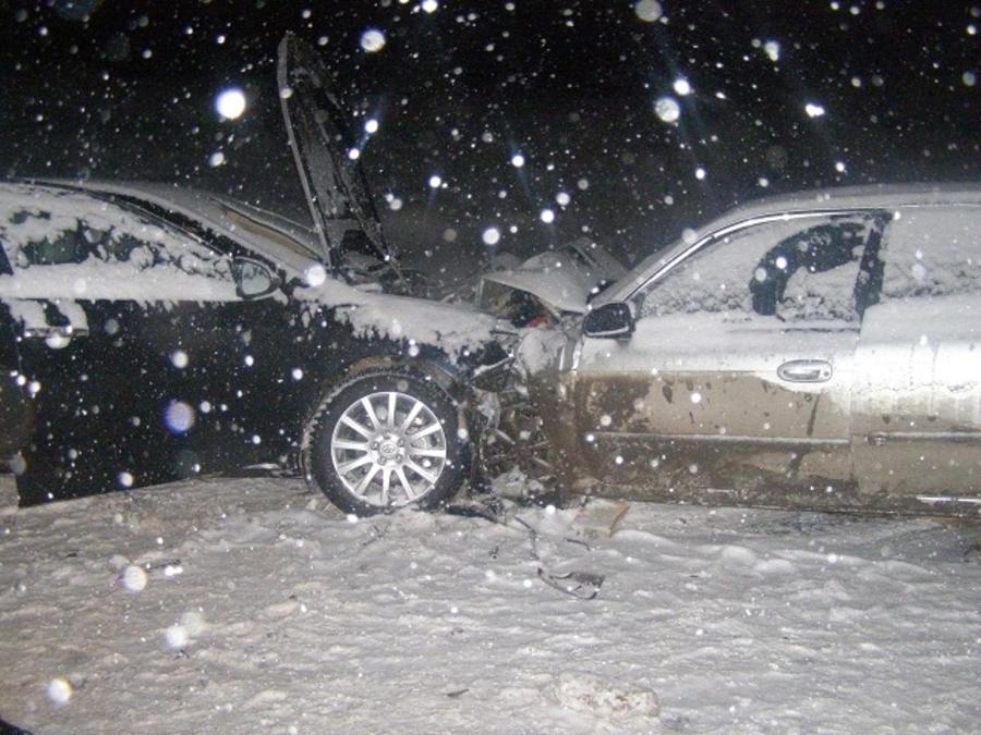 В столкновении автомобилей в Нытвенском районе один человек погиб, трое покалечены