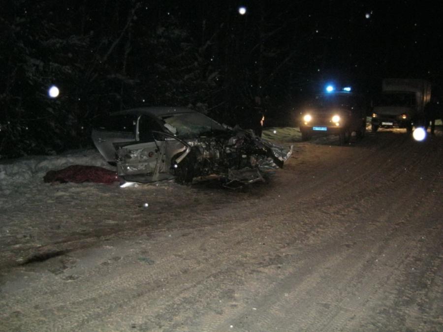 В Пермском районе в столкновении Рено и Ландкрузера один человек погиб, четверо ранены - фото 1