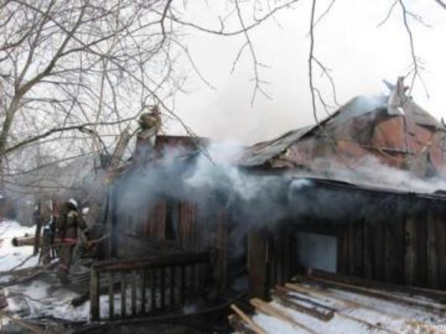 В Чусовском районе соседи спасли четырех человек из горящего дома