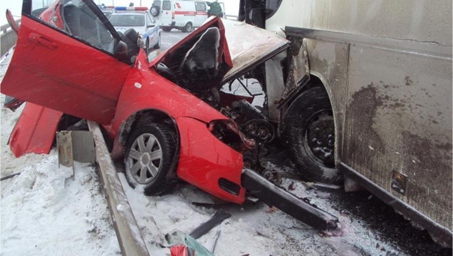 В аварии на Чусовском мосту пострадали четыре человека - фото 1