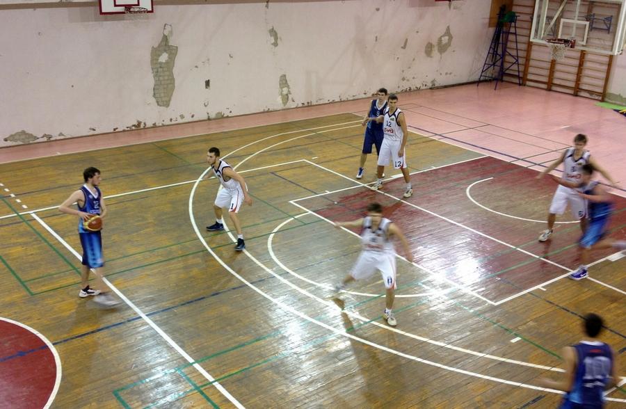 Баскетболисты «Политехника» оказались сильнее баскетболистов «Универа»