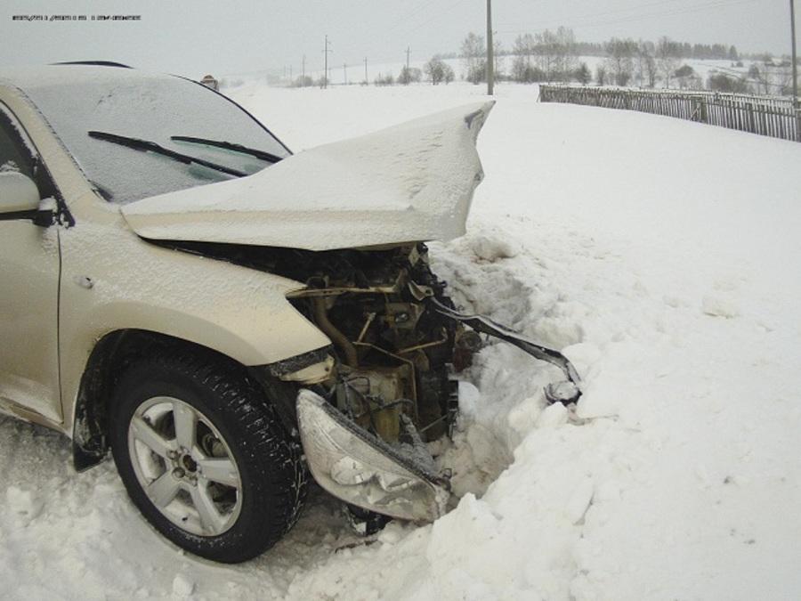 В Юсьвинском районе в столкновении с Тойтой погиб водитель ВАЗа - фото 1