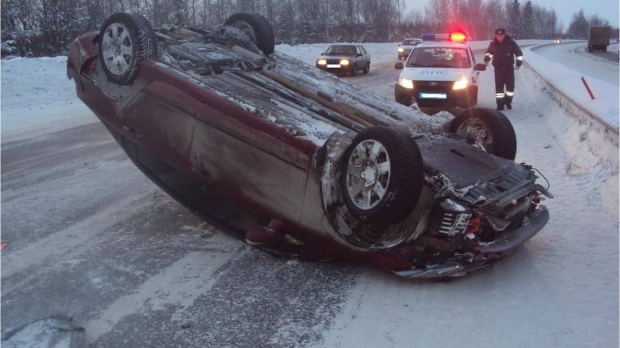 В Пермском крае водитель Хонды перевернул автомобиль и ушиб темечко