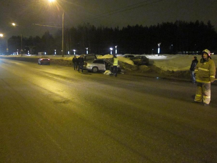 В Дзержинском районе Перми в столкновении Лексуса и Мазды один человек погиб - фото 2