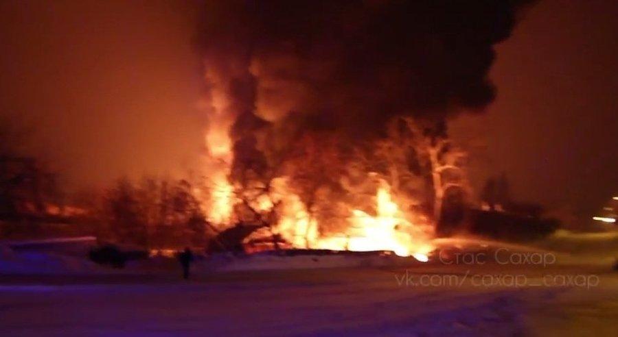 В Кировской области загорелись 10 железнодорожных цистерн с газовым конденсатом