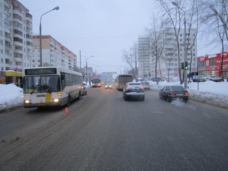 В Перми школьник попал под заднее колесо автобуса