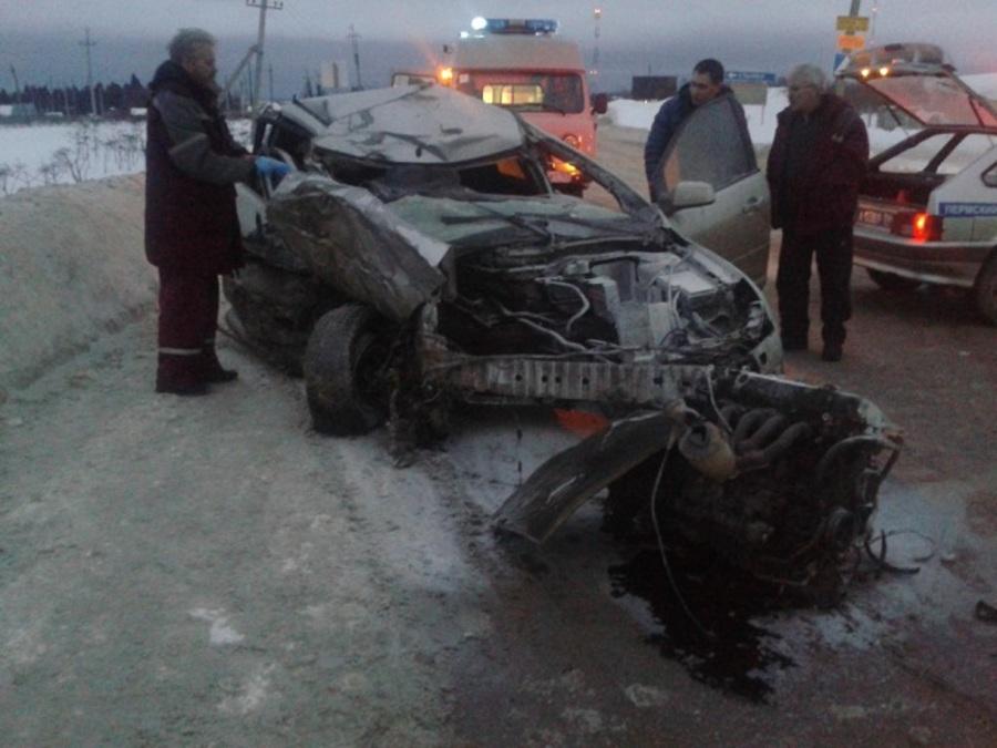 В Пермском районе в столкновении с автобусом погиб пассажир Форда