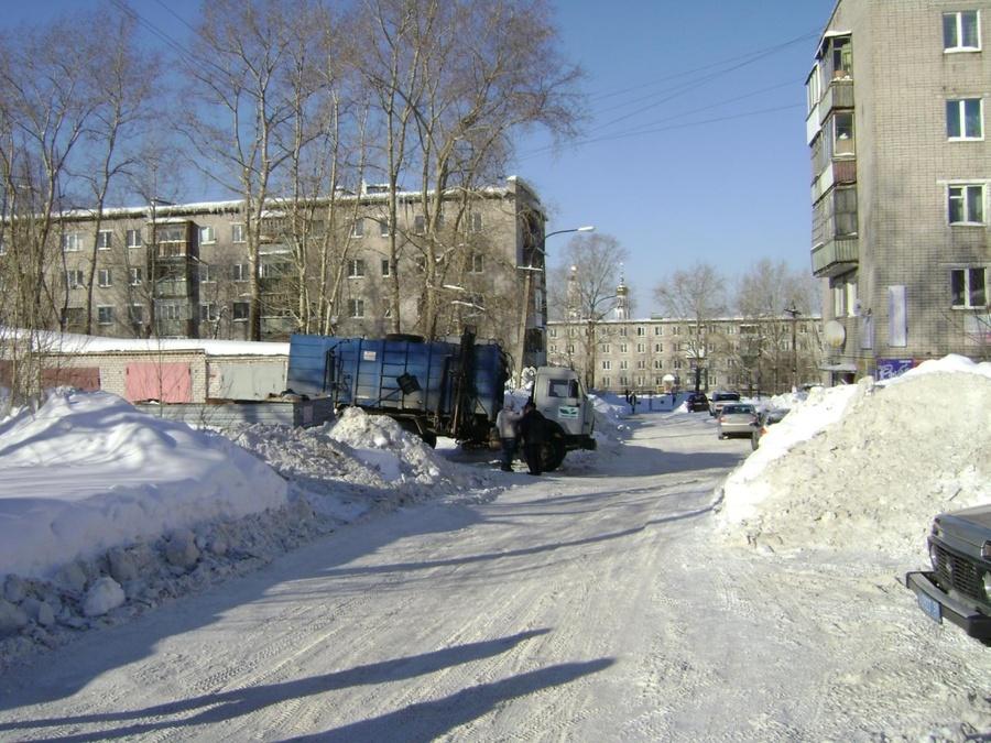 В Соликамске старушка попала под колеса мусоровоза - фото 1